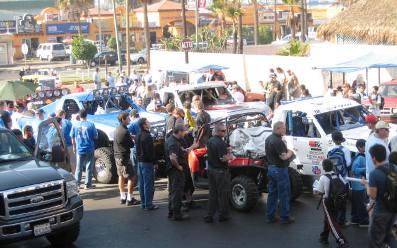 Día de Revisión Mecánica de vehículos que compiten en la Baja 1000 en Ensenada, B.C. México
